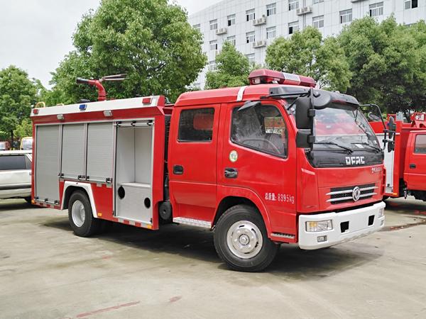 【国五】东风多利卡3吨水罐消防车