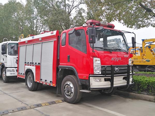 【国五】凯马四驱3.5吨水罐消防车