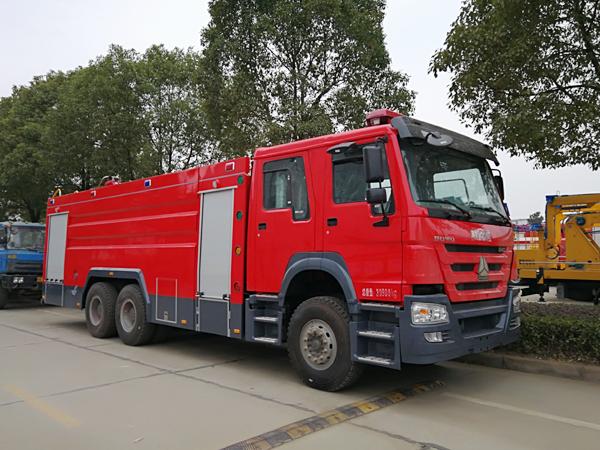 【国五】豪沃后双桥16吨水罐消防车
