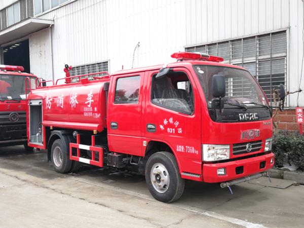 【国五】凯普特双排3吨水罐消防车