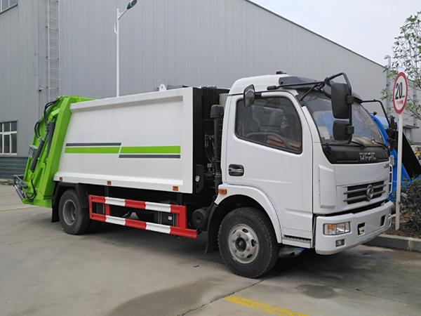 多利卡8方压缩式垃圾车