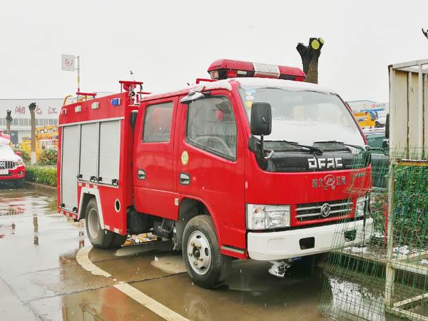 【国五】东风多利卡双排(蓝牌)水罐消防车