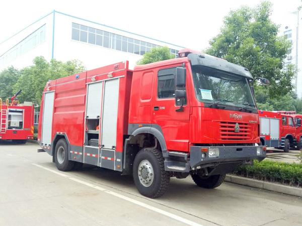 【国五】豪沃四驱6吨水罐消防车