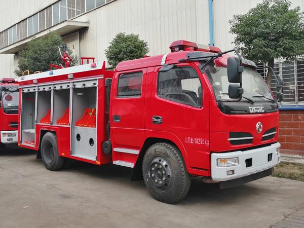 【国五】东风福瑞卡4吨水罐消防车